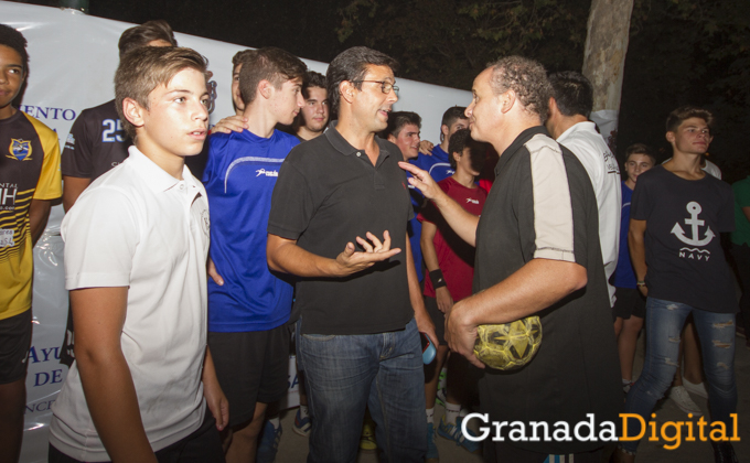 Paco Cuenca visita la actividades alternativas al botellodromo-8603