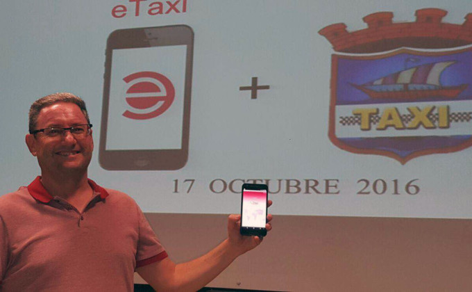 presidente-del-taxi-de-almunecar-muestra-aplicacion-16
