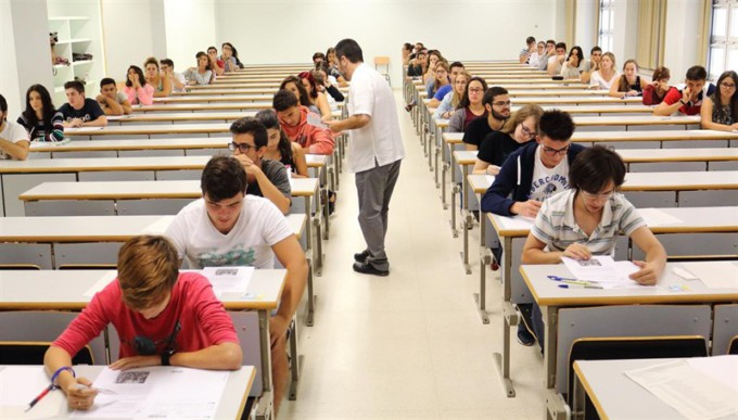 examen clases-instituto-universidad-aulas