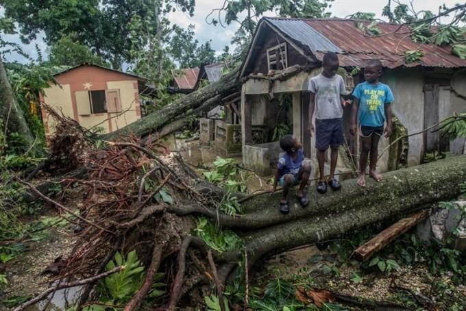 save-the-children-ruinas-infancia-pobreza