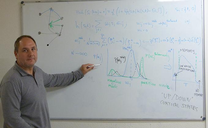 el-profesor-de-electromagnetismo-y-fisica-de-la-materia-de-la-ugr-joaquin-torres-agudo