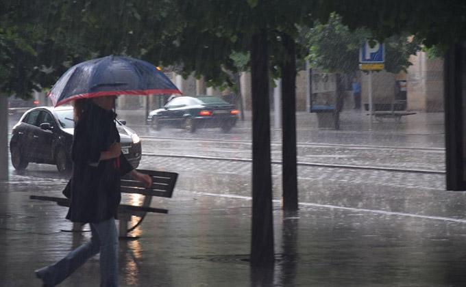 lluvia-invierno-frio-paraguas