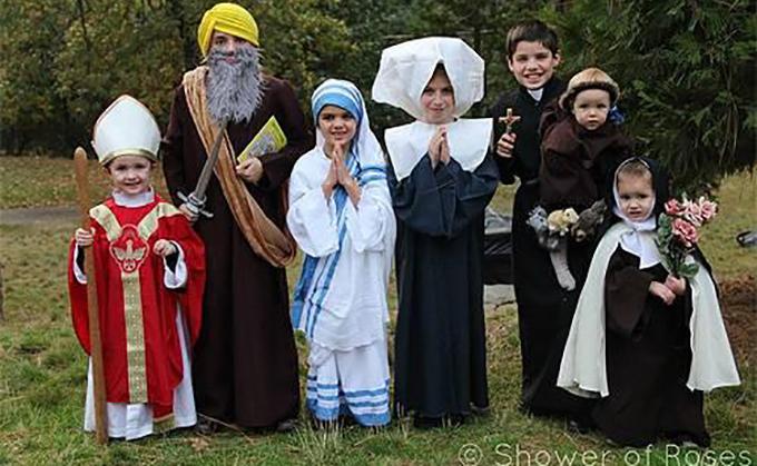 ninos-vestidos-de-santos