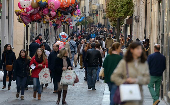 gente-tiendas-centro-comercial-abierto