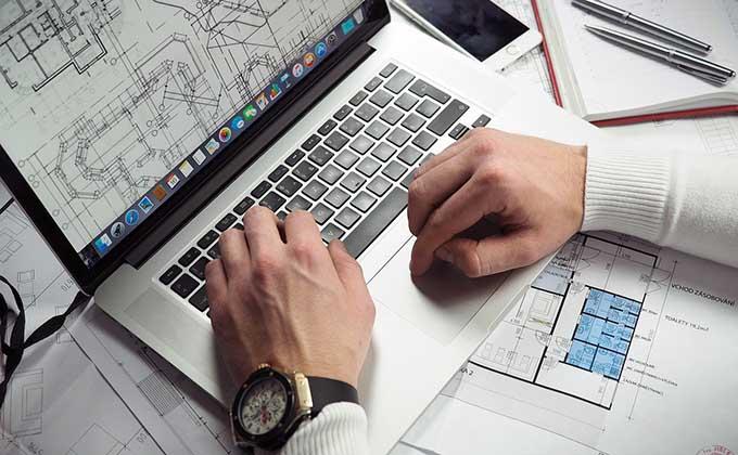 empresario-trabajador-ordenador