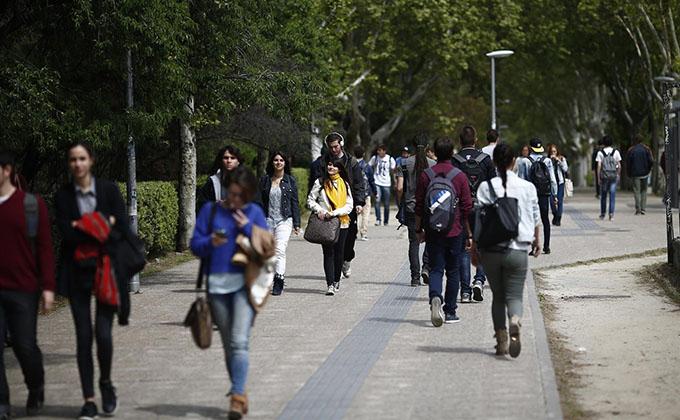 jovenes-gente-caminar-pobreza