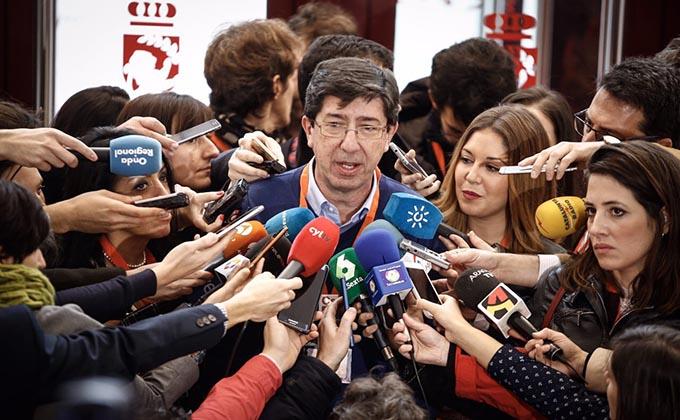 Juan Marín atiende a los medios en la IV Asamblea de Ciudadanos