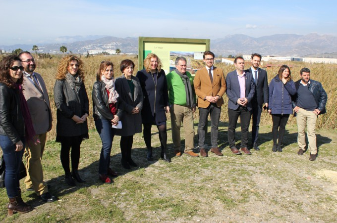 La alcaldesa y la delegada del Gobierno de la Junta en la visita a la Charca de Suárez por el Día Mundial de los Humedales