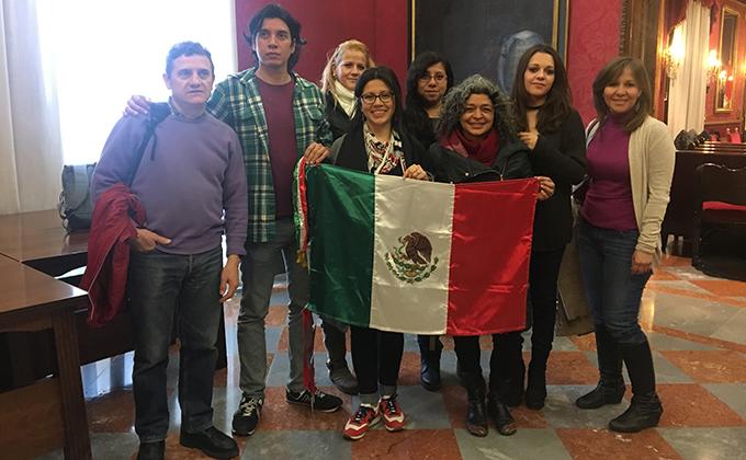 Mexicanos en Ayuntamiento Granada