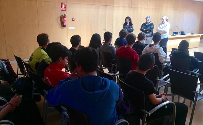 Reunión alcaldesa Orgiva con los alumnos