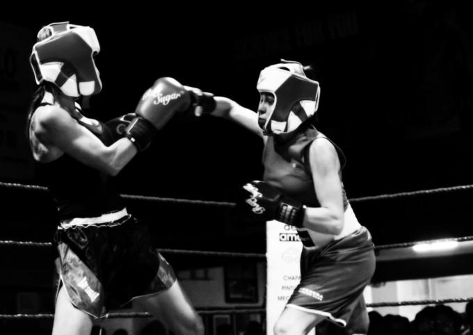 Sandra Muñoz- a la derecha- boxeo