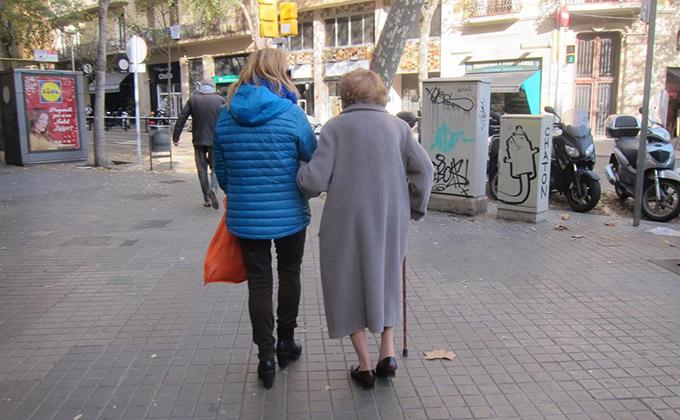 anciano-ayuda-dependencia