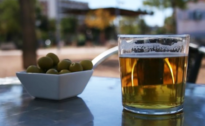 cerveza-aceitunas-tapa-terraza-buen-tiempo