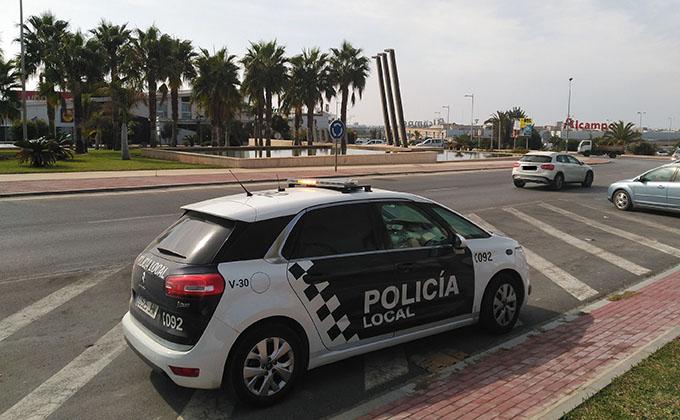 Control de la Policía Local en el acceso a Motril