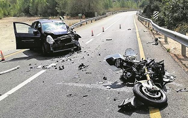 choque-frontal-moto-coche-israel-estado-vehiculos