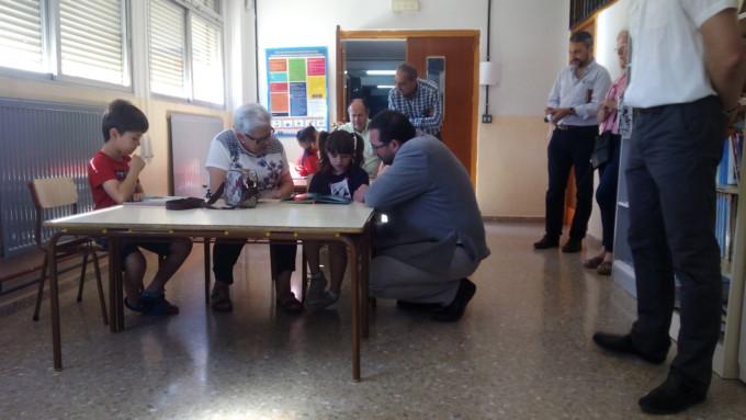 ancianos-niños-educacion