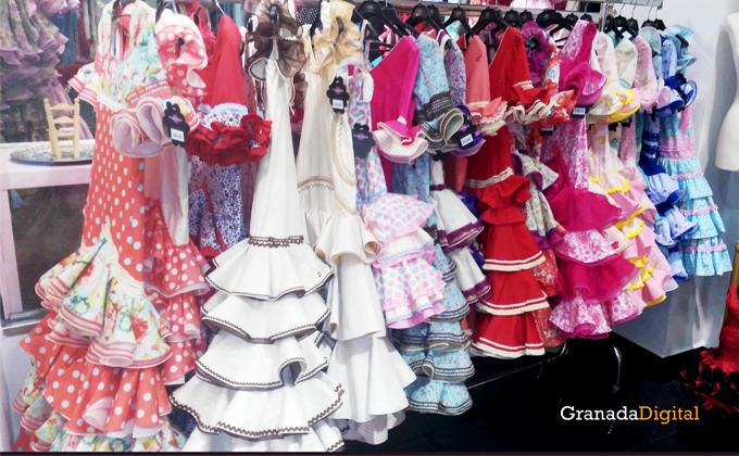 Vestidos de flamenca para niñas de Rosapeula Moda Flamenca. Autor  Mª  Estefanía Sánchez Franco e35f4601b5f4