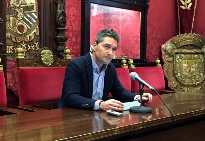 El-portavoz-del-grupo-municipal-de-Ciudadanos-Manuel-Olivares