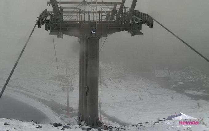 La estación de esquí de Sierra Nevada se tiñe de blanco a partir de los 2.500 metros de altitud