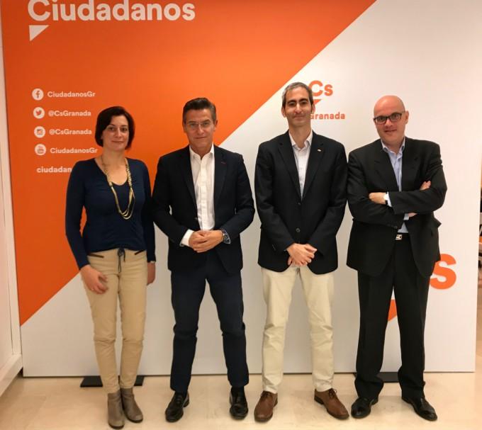 Luis Salvador y Raúl fernández, junto a representantes del SUP