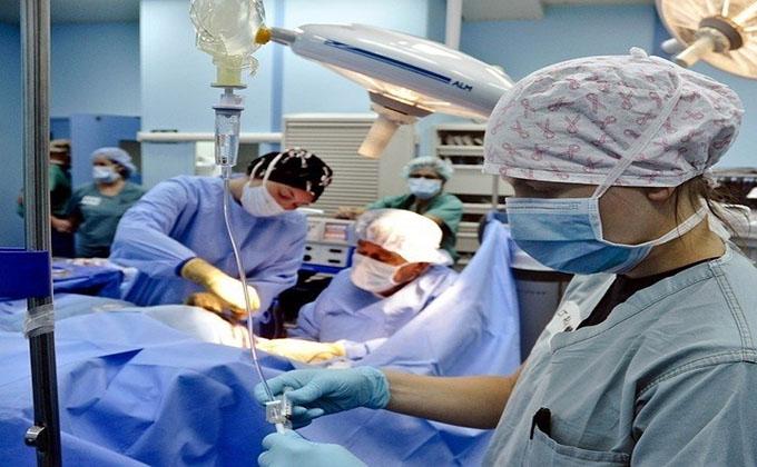 MEDICOS OPERACION
