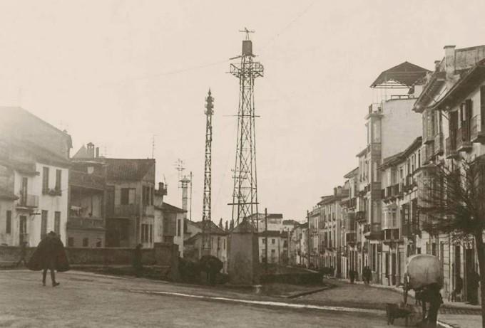 Antigua instalación de teléfonos en Granada. Puente Castañeda (1)