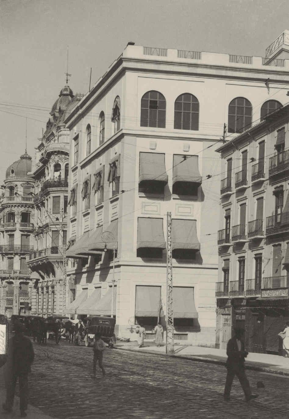 Edificio de Telefónica en Reyes Católicos (1)