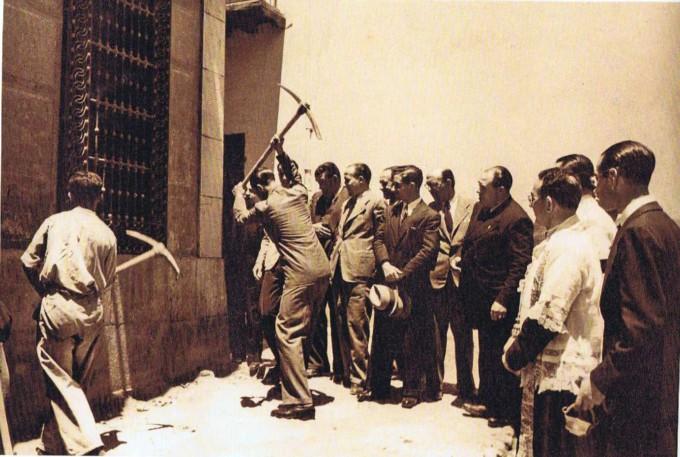El Alcalde Gallego Burin inicia la demolición de la primera casa de la Manigua en 1940 (1)