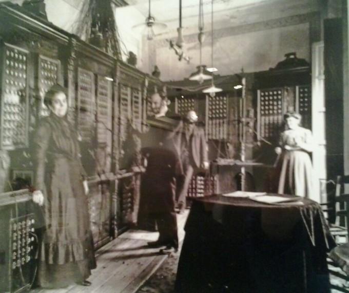 Interior de la central telefónica construida por la Sociedad Telefónica Granadina (1)