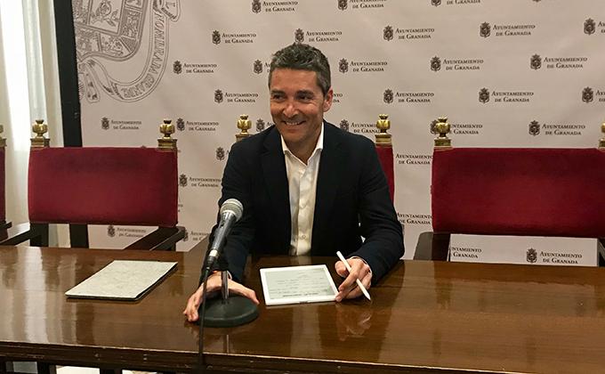 El portavoz del grupo municipal de Cs, Manuel Olivares
