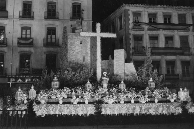 _Cruz de Mayo en la plaza del Carmen_, m (1)