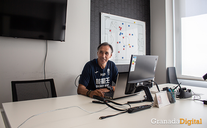 Entrenador Granada CF (3)