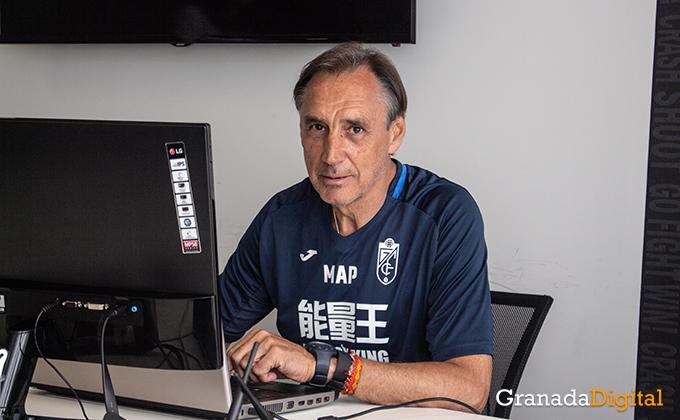 Entrenador Granada CF (5)