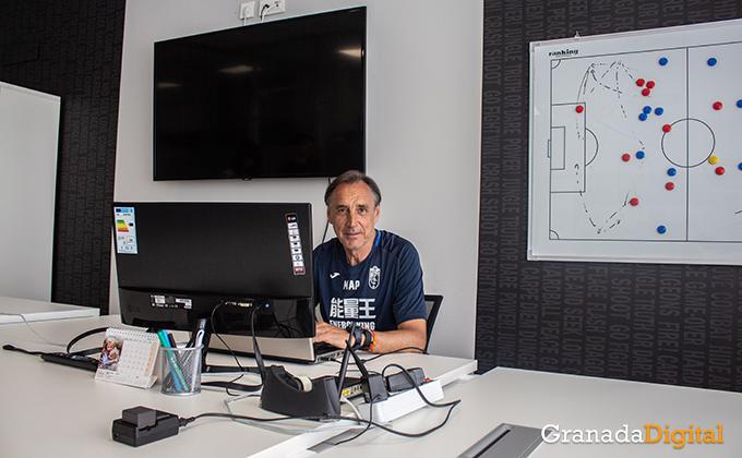 Entrenador Granada CF (7)
