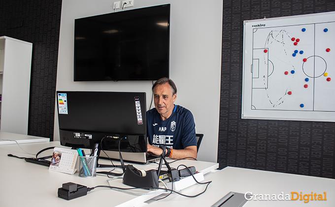 Entrenador Granada CF (8)