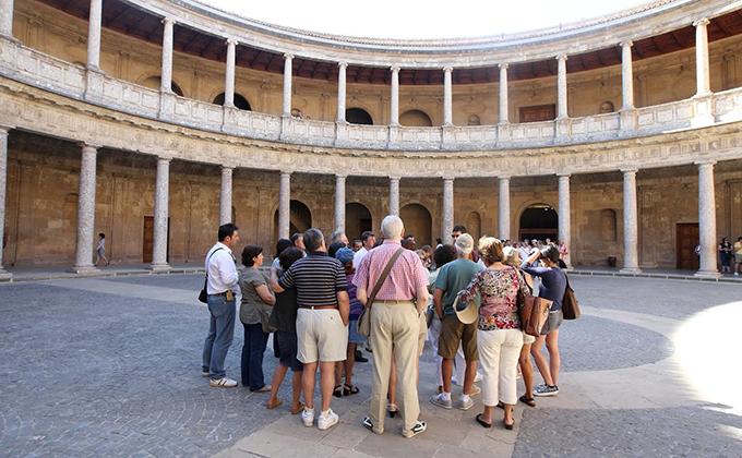 visitas guiadas alhambra turistas