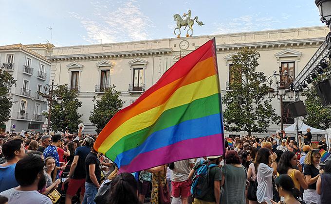 marcha orgullo lgtbi 2 - bandera lgtbi ayuntamiento nacho santana