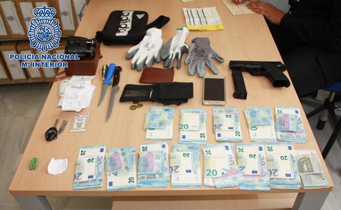 robo policia dinero