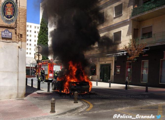 policia-incendio-coche