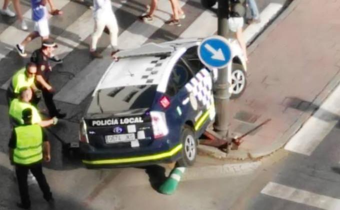 COCHE-POLICÍA-LOCAL-GRANADA-ACCIDENTE