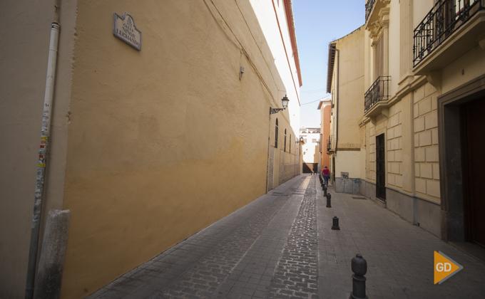 Calle niños luchando en Granada