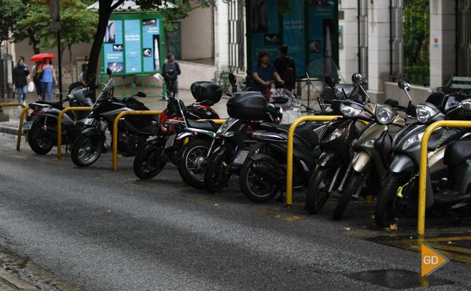 trafico de motos, coches y otros vehiculos por Granada