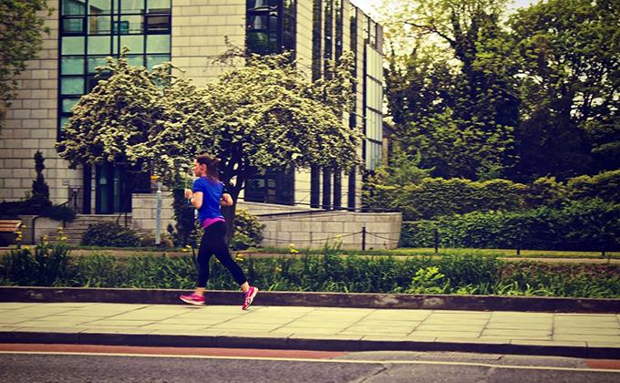 mujer corriendo running