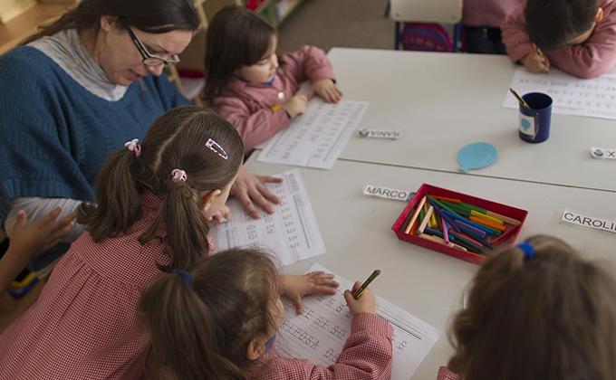 colegio aula clase primaria niños