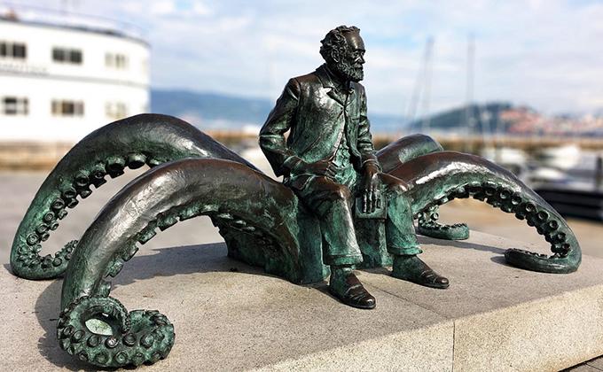 estatua a julio verne