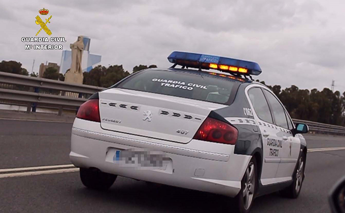 vehiculo guardia civil trafico