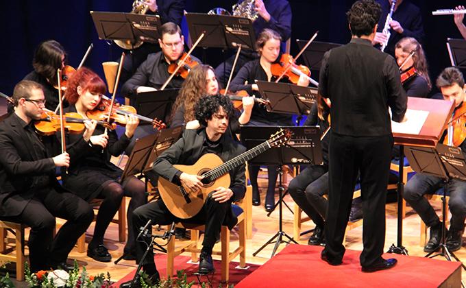EL GUITARRISTA CUBANO ALI ARANGO GANADOR PASADA EDICIÓN ANDRES SEGOVIA LAHERRADURA 18