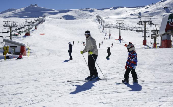 inicio de la temporada de esqui en la estacion de Sierra Nevada