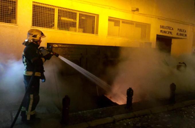 bombero contenedor quemado Albaicín