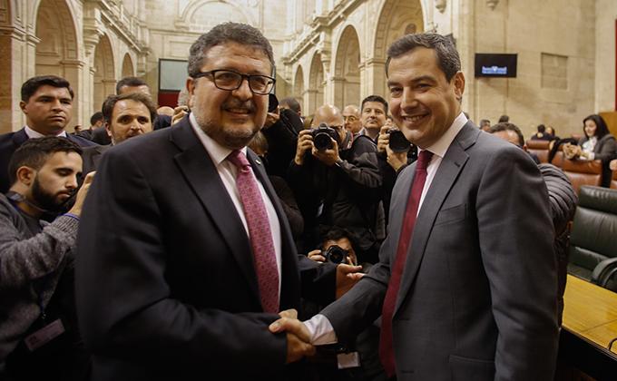 El Presidente de la Junta de Andalucía, Juanma Moreno y el lider de Vox, Francisco Serreno